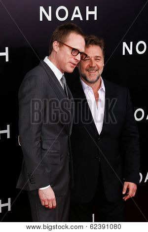 NEW YORK-MAR 26: Actor Paul Bettany (L) and Russell Crowe attend the premiere of