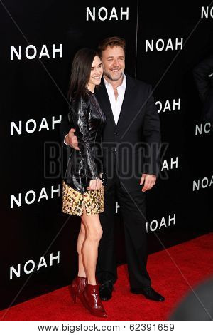 NEW YORK-MAR 26: Actress Jennifer Connelly (L) and Russell Crowe attend the premiere of