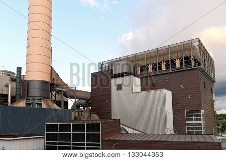 district energy facility that utilizes renewable resources from biomass and biofuels for thermal storage and energy in downtown st paul minnesota