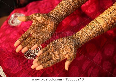 Beautifulfully traditionally decorated hands of an Indian bride on the eve of her wedding