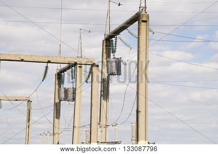 pictured metal Bearing high voltage power lines with compensators