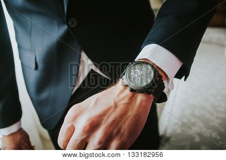 Man in jacket wearing a new watch in the wrist.