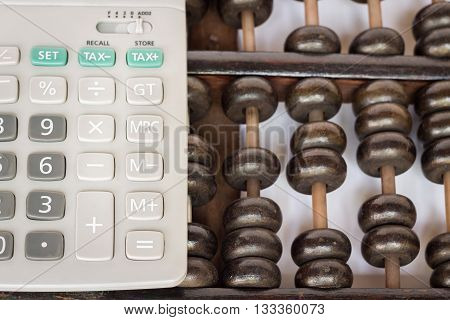 Abacus and calculator ; evolution of calculation