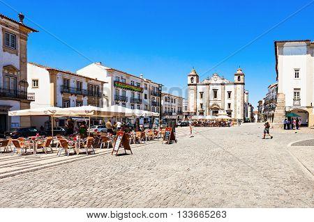 Giraldo Square, Evora