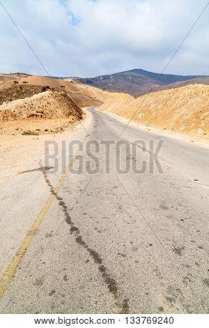 In Oman Asphalt Street
