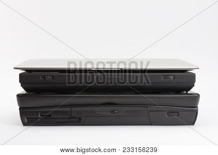 Brnenec, Czech Republic-june 5, 2016: Comparing Of Laptops Hp Compaq Armada 1750 (1999),  Ibm Thinkp