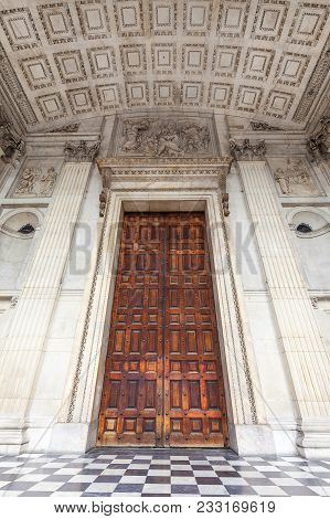 18th Century St Paul Cathedral, Front Door, London, United Kingdom.  It Is An Anglican Monumental Ca