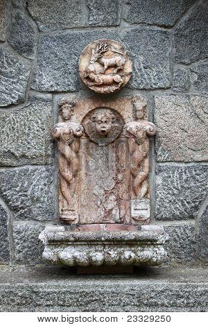 Baroque wall fountain
