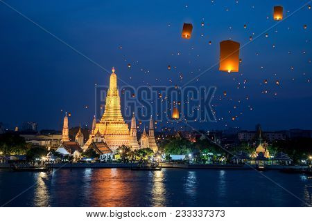 Wat Arun Temple On Night In Bangkok City With Yeepeng Float Lantern Background, This Immage Can Use