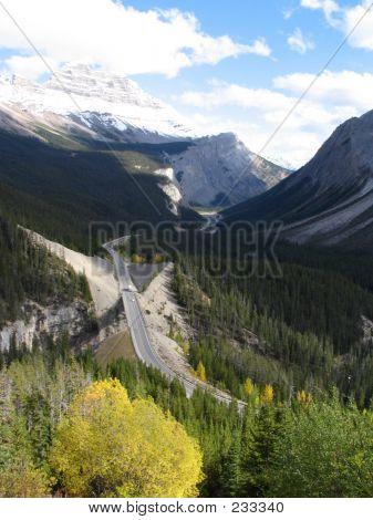 Icefield Parkway And Norh Saskatchewan River - Banff National Park, Alberta, Canada