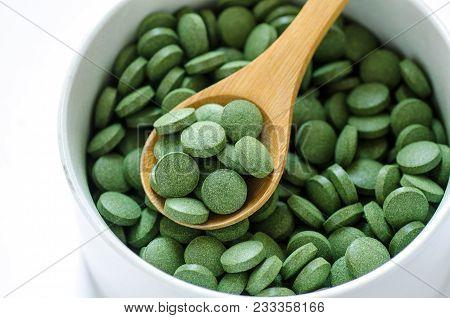 Green Chlorella And Spirulina Pills