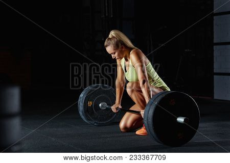 Shot Of A Gorgeous Fitness Woman Preparing For Her Weightlifting Workout With A Heavy Dumbbell. Beau