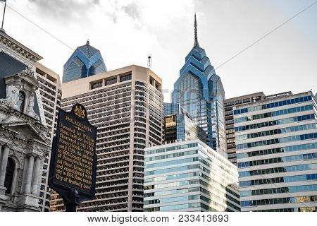 Philadelphia, Pa - March 10, 2018: Philadelphia Skyline With Historic Marker In Downtown Philadelphi
