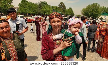 Kov-ata, Turkmenistan - April 30, 2017: Grandmother With Her Granddaughter At A National Wedding In