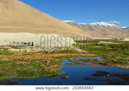 Tso Kar Lake In The Indian Himalaya - Karakorum Mountains Range Spanning The Borders Of Pakistan, In