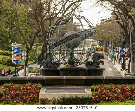 Funchal, Madiera - March 12, 2018: Rotunda Do Infante Fountain In Funchal On Island Of Madiera