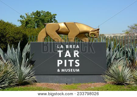 Los Angeles - March 28, 2018: The La Brea Tar Pits Entrance Sign. The Tar Pits And Hancock Park Are