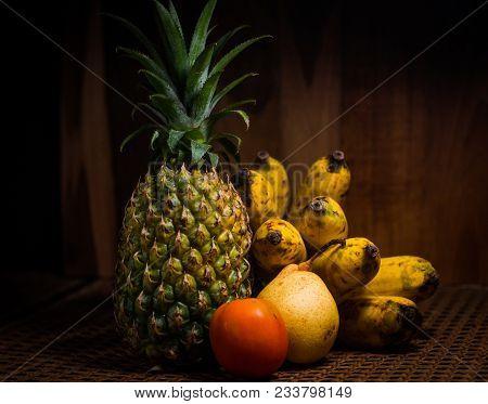 Dramatic Background Stillifes Fruits Banana Tomato And Pear Hd