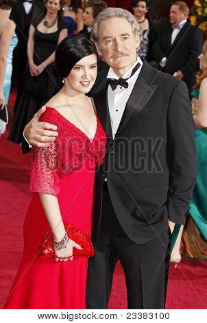 LOS ANGELES - FEB 22: Phoebe Cates and husband Kevin Kline at the 81st Annual Academy Awards - Oscar Arrivals in Los Angeles, California on February 22, 2009