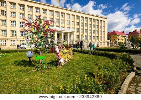 Uzhgorod, Ukraine - April 07, 2017: Celebrating Orthodox Easter In Uzhgorod On The Narodna Square. C