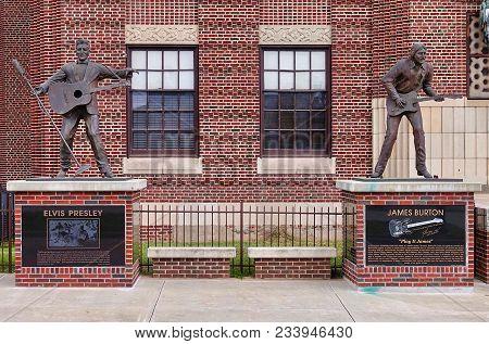 Shreveport, Usa, 2018.03.27.: Statues At The Elvis Presley Avenue In Shreveport In The Usa.