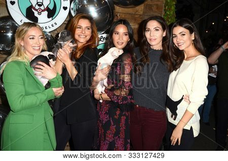 LOS ANGELES - NOV 6:  Hilary Duff, Maria Menounos, Olivia Munn, Whitney Cummings, Victoria Justice at the Love Leo Rescue Event at the Rolling Greens on November 6, 2019 in Los Angeles, CA