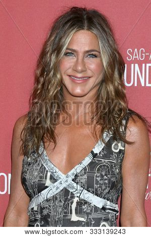 LOS ANGELES - NOV 7:  Jennifer Aniston at the 4th Annual Patron of the Artists Awards, at Wallis Annenberg Center for the Performing Arts on November 7, 2019 in Beverly Hills, CA