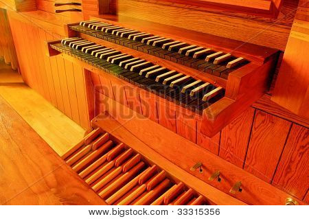 pipe organ, keyboard and pedals