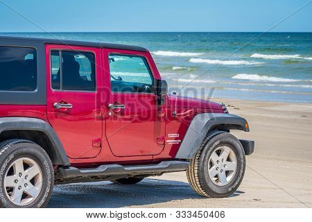 Padre Island Ns, Tx, Usa - April 20, 2019: A Jeep Wrangler Unlimited Sports Parked Along The Preserv