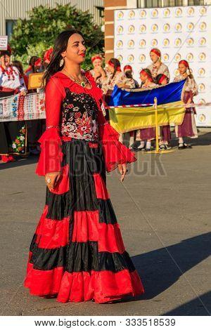 Genichesk, Ukraine - August 26, 2017: Gypsy Woman In Traditional Gypsy Clothing During Festival Of N