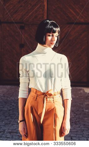 Girl Makeup Face Wear Loose High Waisted Pants. High Waisted Trousers Keep Returning To Catwalk. Hig