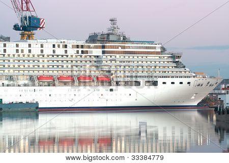 Cruiser liner on dackship