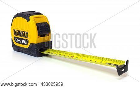 Swindon, Uk - September 15, 2021: Dewalt Builders Tape Measure On A White Background