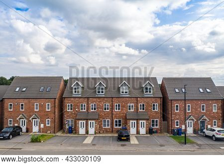 Doncaster, Uk - September 10, 2021.  A Row Of Generic, New Build Homes With Three Storeys On A Large