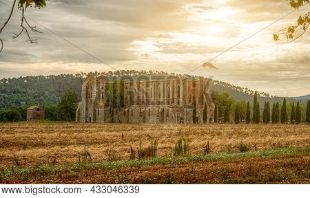 San Galgano, Chiusdino, Italy. August 2020. Stunning Tuscan Landscape With The Dilapidated And Roofl