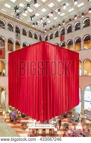 Venice, Italy - July 1, 2021: Indoor View Of The Fondaco Dei Tedeschi, A Historic Palazzo On The Gra