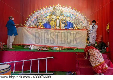 Howrah,west Bengal, India - 24th October 2020 : Vog, The Holy Food, Is Being Offered To Goddess Durg