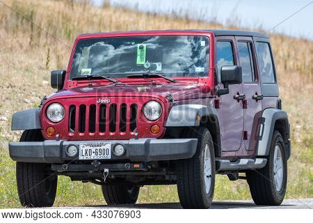 Antelope Island Sp, Ut, Usa - June 16, 2020: A Jeep Wrangler Unlimited Sports Parked Along The Prese