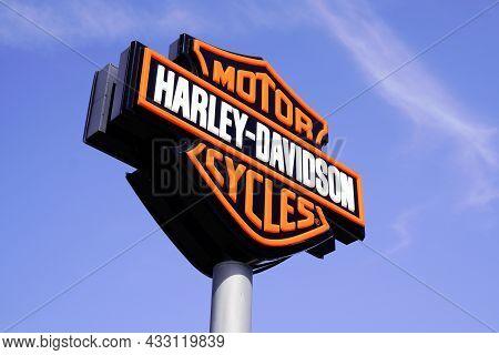 Bordeaux , Aquitaine  France - 09 10 2021 : Harley Davidson Logo Brand And Text Sign Shop Retailer A