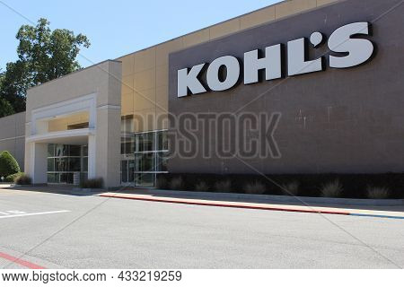 Tyler, Tx - April 21, 2019: Kohl's Department Store Located On South Broadway In Tyler, Tx