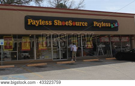 Tyler, Tx - March 6, 2019 : Payless Shoesource On 5th Street With Going Out Of Business Signs, Tyler