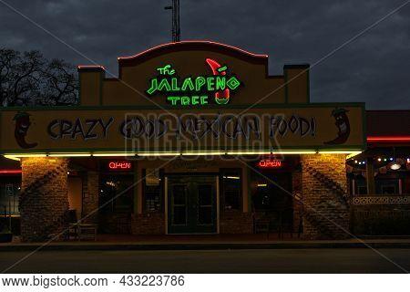 Tyler Tx - December 24, 2018 - The Jalapeno Tree Tex-mex Restaurant Located On Loop 323 In Tyler, Tx
