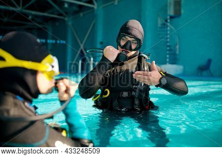 Female diver and male divemaster, diving school