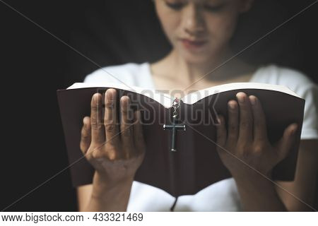 The Scriptures And The Cross Are Being Read By An Honest And Christian Young Woman To Pray Ideas, Be