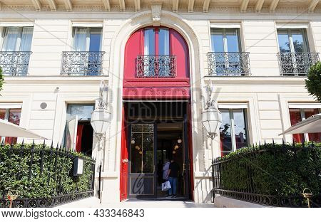 Paris, France-september 18, 2021 : A Highly Distinctive Urban Mansion With A Private Address Just Of
