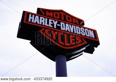 Bordeaux , Aquitaine  France - 09 10 2021 : Harley Davidson Brand Sign And Text Logo Store  Motorcyc