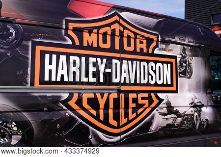 Bordeaux , Aquitaine  France - 09 10 2021 : Harley-davidson Motorcycle Logo Brand And Text Sign On D