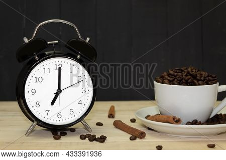 An Old Alarm Clock Points To 7.00 And The Background Has Space For Text. Black Vintage Alarm Clock