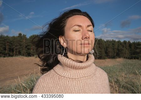 The Brunette Closed Her Eyes And Enjoyed The Sun. Thanks For A Wonderful Day. The Girl Meditates In