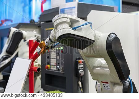 High Technology & Precision Robot Grip With Automatic Clamp Or Chuck For Catch Workpiece Or Parts Fo